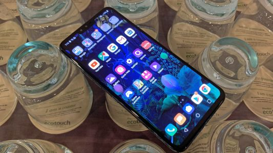 LG G8 is coming, but the LG V50 isn't far behind with 5G