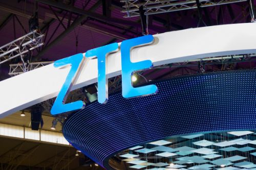 Dual-screen ZTE Axon Multy unfolds into a 6.8-inch slab