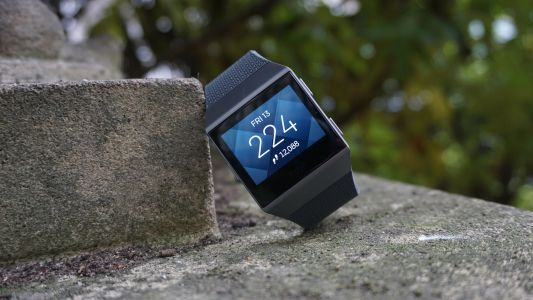 Fitbit Ionic will soon let you listen to music with Deezer