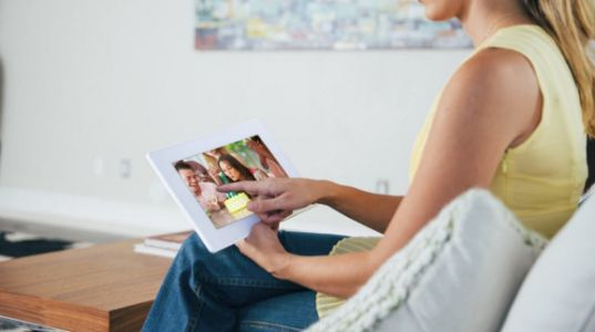 PhotoSpring lets you share thousands of family photos without much pain