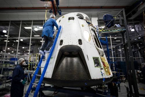Here's what SpaceX must do to win the commercial crew race