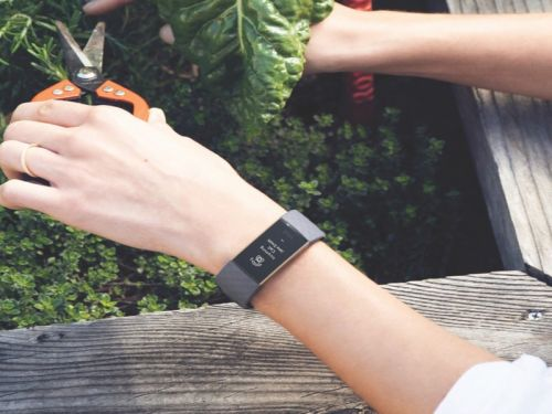 Can you make calls on the Fitbit Charge 3?