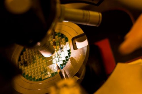 GlobalFoundries Weds FinFET and SOI in 14HP Process Tech for IBM z14 CPUs