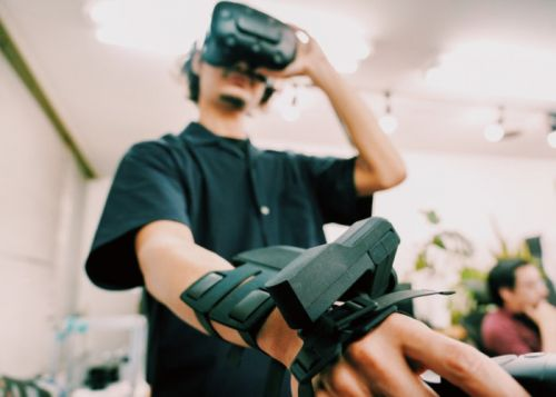 Exiii VR haptics wrist system available to VR developers on loan