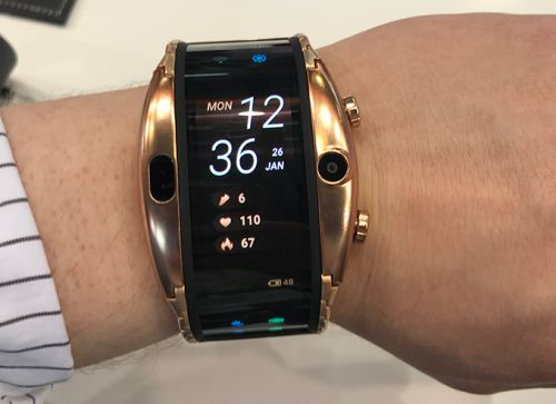 Hands-On with The Nubia Alpha: A Smartphone or A Smartwatch?
