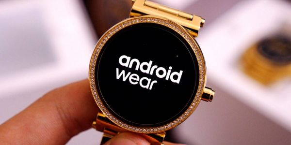 Android Wear 2.8 rolling out with darker background, more compact notification layout