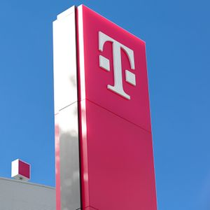 Parent firms of T-Mobile and Sprint reportedly drop Huawei; T-Mobile-Sprint deal could benefit