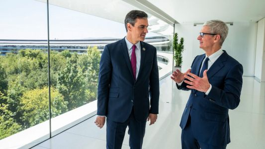 Tim Cook meets with prime minister of Spain at Apple Park