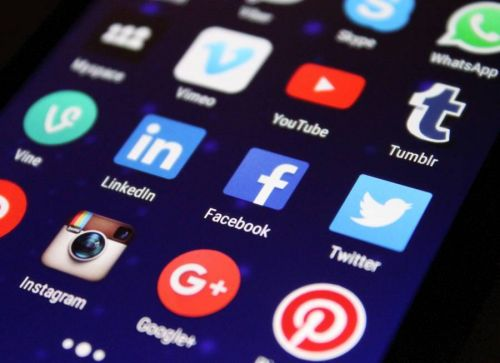 Senators Ask The FTC To Investigate How Social Networks Curate Their Content