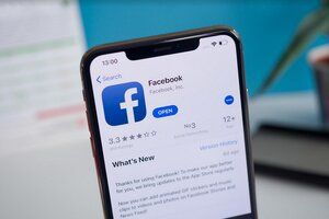 Facebook tests a feature copied from its own family member