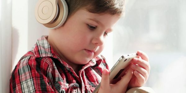 Children who listen to portable music players three times more likely to suffer hearing loss