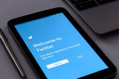 Twitter kills third-party push notifications and auto timeline refresh