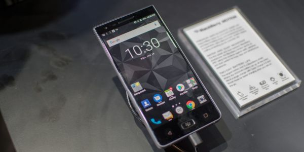 Hands on: BlackBerry Motion now available for purchase in the US