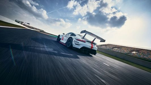 New Porsche 911 RSR hits the track