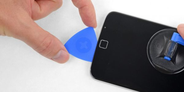 Motorola and iFixit partner on official DIY repair kits with OEM parts