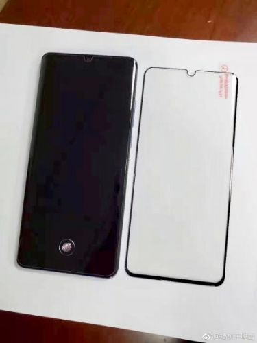 Huawei P30 Pro Appears In The Wild, Shows Its Curved Display & More