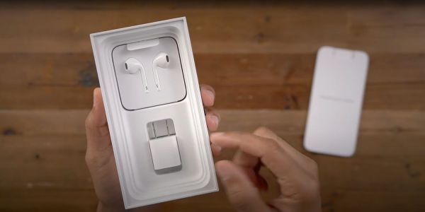 Reliable leaker backs reports of no charger or EarPods in slim iPhone 12 box